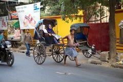 被拉扯的人力车,加尔各答,印度 库存照片