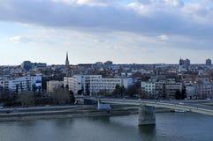 被拍摄的片刻繁忙的市诺维萨德在一个晴朗的冬日期间在12月 库存图片
