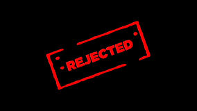 被拒绝签字的红色橡胶墨水邮票放大并且迅速移动有阿尔法通道透明度背景 股票录像