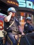 被挂接的nyc警察 免版税图库摄影