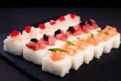 被按的寿司,日本纤巧,餐馆 免版税图库摄影
