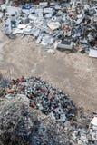 被排序的材料堆在一种回收的设施的 库存图片
