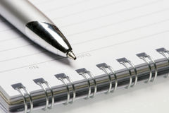 被排行的笔记本和笔 库存图片