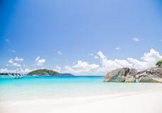 被接触的热带海滩在similan海岛 图库摄影