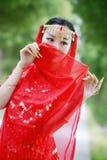 被掩没的亚裔中国秀丽肚皮舞表演者 免版税库存照片
