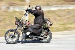 被掩没的摩托车骑士 免版税库存图片