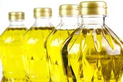 被提炼的棕榈油精的三个瓶油从果皮的 免版税图库摄影