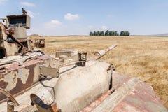 被摧毁的以色列坦克是在戈兰高地的最后的审判日赎罪日战争以后在以色列,在与叙利亚的边界附近 图库摄影