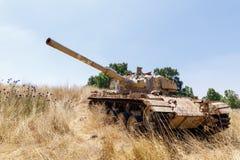 被摧毁的以色列坦克是在戈兰高地的最后的审判日赎罪日战争以后在以色列,在与叙利亚的边界附近 库存图片