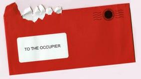 被撕毁的信包信函开放过帐红色印花税 库存图片