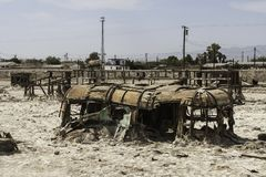 被撕毁的拖车在Salton海,加利福尼亚 库存图片