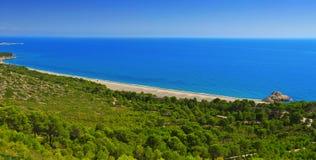 被撕毁的海滩在Hospitalet del Infant,西班牙 免版税图库摄影