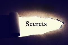 被撕毁的纸与'秘密'词 库存照片