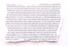 被撕毁的纸与二进制代码 免版税库存照片