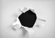 被撕毁的纸在黑背景 图库摄影