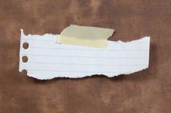 被撕毁的纸张 免版税库存图片