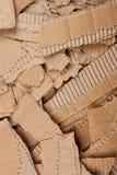 被撕毁的纸板波纹状的堆 免版税图库摄影