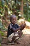 被撕毁的衣裳的马达加斯加人的男孩 免版税库存照片