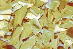 被撕毁的金纸张  抽象典雅的背景 图库摄影