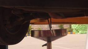 被改变的汽车油 影视素材