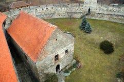 被放弃的中世纪堡垒在特兰西瓦尼亚,罗马尼亚 库存图片