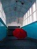 被放弃的伞 库存照片