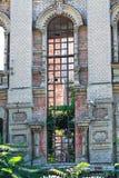 被放弃的修造的门面 免版税库存照片
