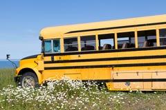 被放弃的公共汽车学校 免版税图库摄影