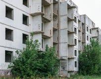 被放弃的公寓,门面,未完成 免版税库存照片