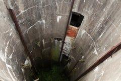 被放弃的军事筒仓 难看的东西混凝土隧道 免版税库存照片