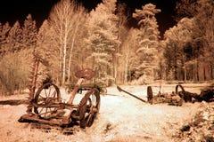 被放弃的农业机械老播种机 库存照片