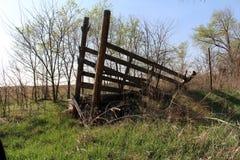 被放弃的农厂供应 免版税图库摄影