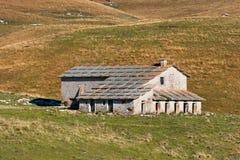 被放弃的农场家的Lessinia意大利 库存图片