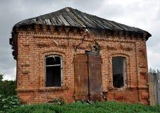 被放弃的农村房子 库存图片
