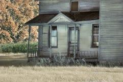 被放弃的农舍门廊 库存图片