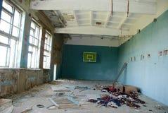 被放弃的切尔诺贝利体操学校区域 免版税库存照片