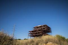 被放弃的办公室建筑在Sant Cugat del Valles 免版税库存照片