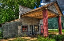 被放弃的加油站伯顿,得克萨斯 免版税库存图片
