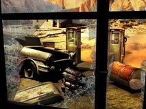 被放弃的加油站在沙漠 免版税库存照片