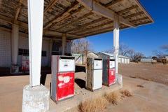 被放弃的加油站 库存图片