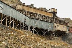 被放弃的北极煤矿大厦在朗伊尔城,挪威 免版税库存图片