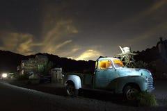 被放弃的卡车在鬼城 免版税库存图片