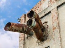 被放弃的和被毁坏的工厂废墟  图库摄影