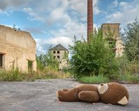 被放弃的和被毁坏的工厂 库存图片