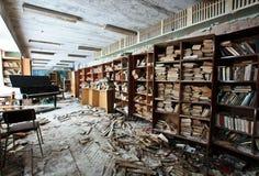 被放弃的图书馆 免版税图库摄影