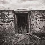 被放弃的地窖入口 图库摄影