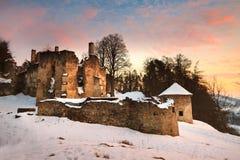 被放弃的城堡在斯洛伐克 库存图片