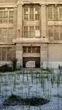 被放弃的城市内在学校 免版税库存照片