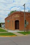 被放弃的城镇厅在一个小镇 库存照片