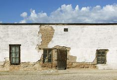 被放弃的多孔黏土大厦 库存照片